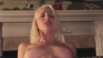 Hot Babe Gives Blowjob
